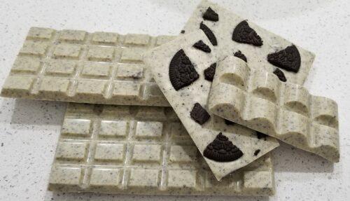 White Chocolate Bar with Oreo
